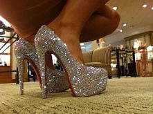 Takie ,,buty do wyglądania'' to ja rozumiem :D
