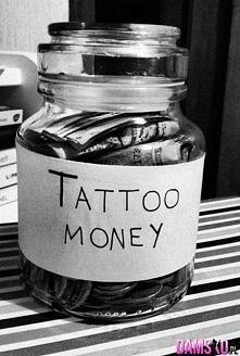 ciekawy pomysł żeby uzbierać kase na wymarzony tatuaż, chyba też sobie taki słoiczek zrobie :)