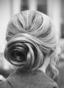 róża z włosów