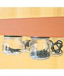 słoiki przykręcone od spodu do półki