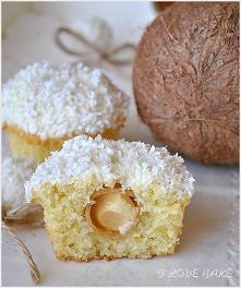 SKŁADNIKI NA CIASTO: ILOŚĆ: ok. 12 muffinek 1 ¼ szklanki mąki pszennej 1 łyże...