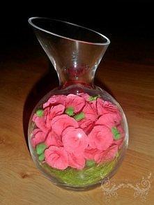 Różowe różyczki w wazonie n...