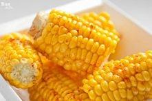 Kukurydza z masłem i słodką papryką