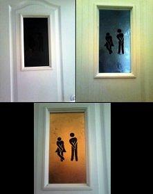 Pomysł na drzwi do łazienki.   Ludziki są widoczne tylko wtedy, gdy w łazienc...