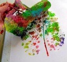 kolorowe drzewko za pomocą liścia