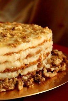 Miodowy tort z orzechami  Ciasto: 170 g masła (60 oz) 4 łyżki miodu naturalne...