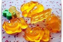 Potrzebne: 15 g żelatyny spożywczej w proszku 350 ml wody 30 g syropu owocowe...