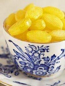 Składniki likieru: 200 g landrynek cytrynowych (równie dobrze sprawdzają się cukierki o innych smakach np. pomarańczowe, malinowe) 1 puszka mleka skondensowanego niesłodzonego 2...