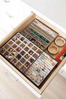 super mega zorganizowana biżuteria!
