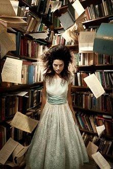 """""""A tak się dzieje gdy nie mogę znaleźć książki…"""""""