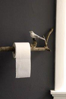 Uchwyt na papier toaletowy.