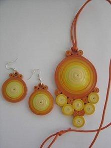 komplecik wykonany metodą quillingu w ciepłych kolorach lata
