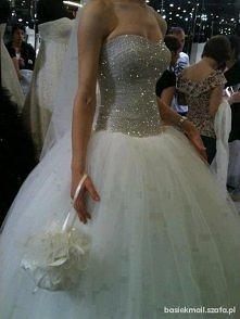Niesamowita suknia, bajeczn...