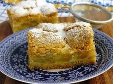JABŁECZNIK Z KISIELEM   Ciasto: - 3 szklanki mąki pszennej, - ½ szklanki cukru, - 250 g miękkiego masła, - 5 żółtek, - 2 ½ łyżeczki proszku do pieczenia, - 1 ½ łyżeczki cukru wa...