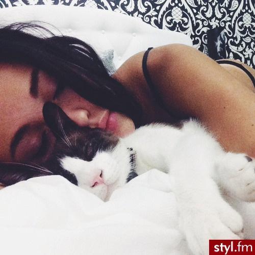 też tak śpię, gdy nie mam się do kogo przytulić