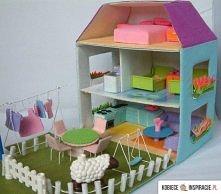 Domek dla lalek z kartonu