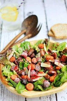 Sałatka z pieczonymi fioletowymi ziemniakami oraz marchewką w malinowym sosie winegret - przepis po kliknięciu w obrazek