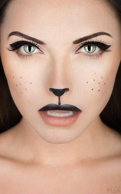 Catwomen na Halloween
