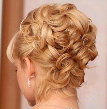 fryzury długie ślubne