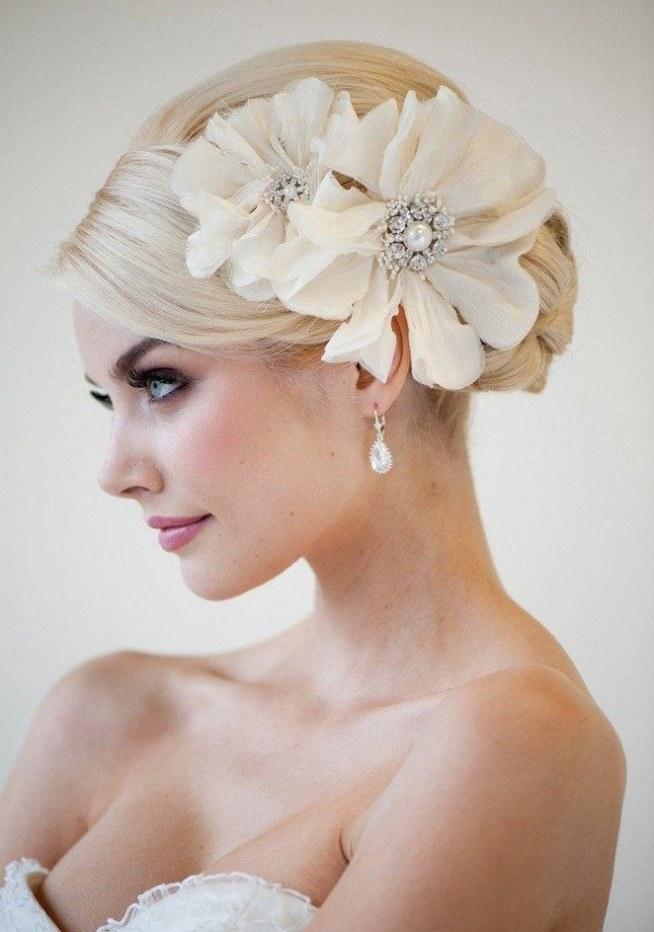 Fryzura I Upięcie ślubne Zakrywające Odstające Uszy Na