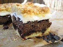 PLEŚNIAK Z WIŚNIAMI  Składniki (na blaszkę 23x23 cm): - 200 g zimnego masła, - 2 ½ szklanki mąki, - 1 ½ łyżeczki proszku do pieczenia, - szczypta soli, - 4 łyżki cukru, - 4 jajk...