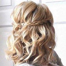 Krótkie fryzury z warkoczem.