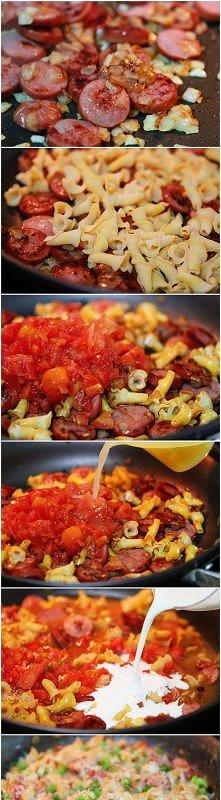 potrawka z makaronem i kiełbaską..