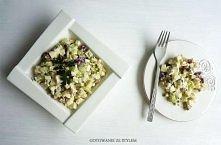 Sałatka z selerem naciowym i serkiem pleśniowym   Składniki na 3 porcje:     ...