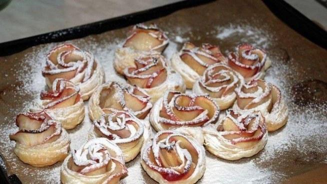 róży z ciasta i jabłek