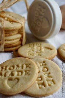 Ciasteczka marcepanowe Składniki: - 250g mąki pszennej - 50g cukru pudru - ki...
