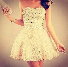 śliczna sukienka <3 Wiecie gdzie możnaby ją kupić ?!