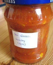 Sos słodko-kwaśny Składniki: 3 kg pomidorów 1 kg cebuli 1 papryka czerwona 1 papryka żółta 1 puszka ananasów 1 puszka kukurydzy 2 łyżki soli 2 szklanki cukru (w oryginale 3 szkl...