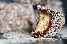 Kokosanki  Ciasto: 4 jajka 1,5 szklanki mąki 1 szklanka cukru 2 łyżeczki pros...