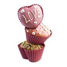 Foremki do muffinek w kształcie serca.