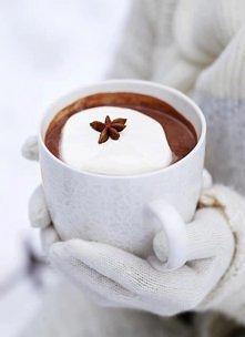 Gorąca czekolada z śnieżną kulą
