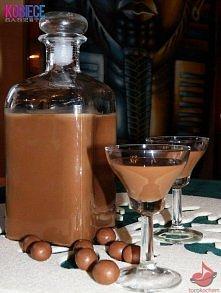 likier czekoladnica  Składniki: 2 puszki mleka słodzonego, 2 gorzkie czekolady, 3/4 l wódki. Wykonanie: Mleko w puszcze gotować przez półtorej godziny, tak aby było cały czas za...
