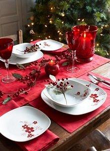 kolejna typowo czerwona aranżacja świątecznego stołu- czerwień.