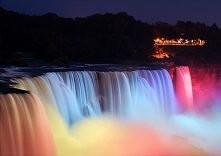 Wodospad Niagara nocą (na granicy Kanady i USA)