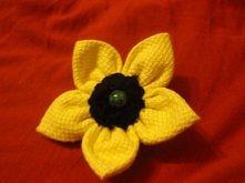 broszka kwiatek