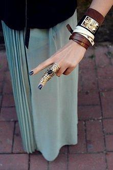 Skórzane bransoletki i pierścionek