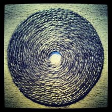 podstawka z płyty CD i jutowego sznurka
