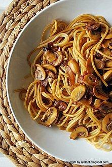 Składniki: 250 g makaronu chińskiego, daliśmy spaghetti 1 duża cebula, pokroj...