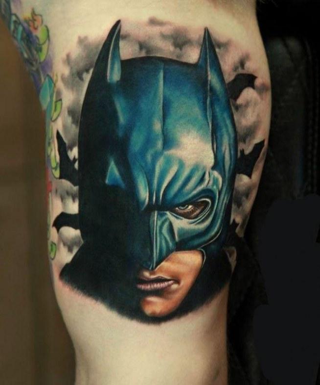 Tatuaż z batmanem.