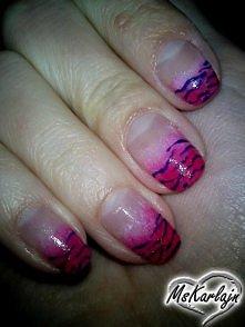Ciemny różowy lakier nakład...