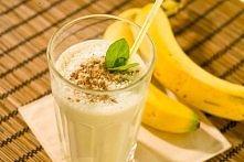 Koktajl bananowy   banan  1 szklanka mleka (w zależności od tego ile porcji chcemy uzyskać możemy dodać więcej)  1/3 szklanki posiekanych orzechów  1/3 szklanki płatków owsianyc...