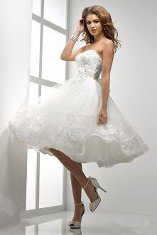 Przeurocza suknia ślubna z rozkloszowanym dołem i dopasowanym zdobionym gorsetem- możliwość zamówienia indywidualnego rozmiaru i koloru.