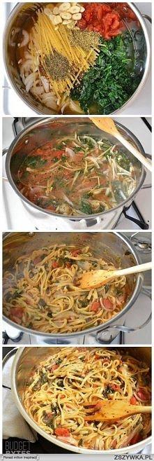 Włoski kociołek błyskawiczny: 4 szklanki bulionu(250ml), 2łyżki oliwy, 35dag makaronu fettuccine (wstążki), 25dag mrożonego szpinaku, puszka pomidorów z puszki(bez skóry, krojon...