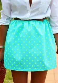 śliczny kolor spódniczki ... :)