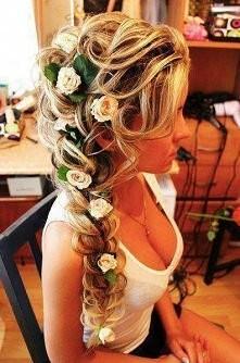 idealna fryzurka na ślub, chciałabym taką ;)