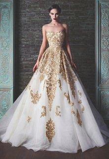 suknia ozdobiona złotem <3